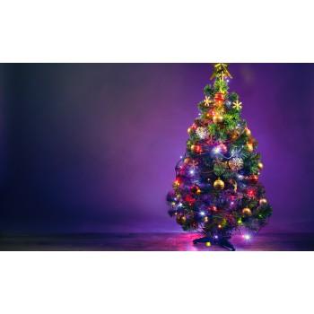 Árbol de Navidad verde con luces LED multicolor